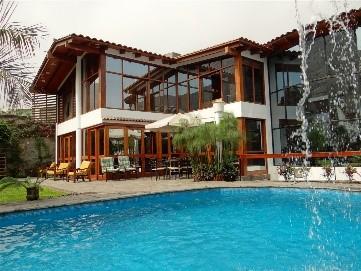 casa-planicie-jardin-piscina